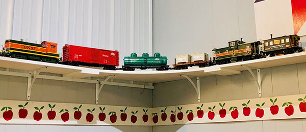 Apple Corner Shop - Sunrise Orchards Train
